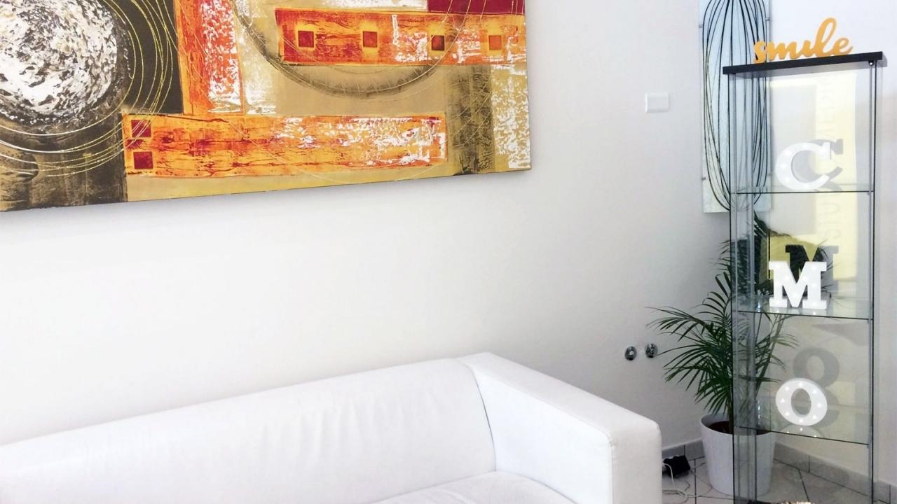 sala-attesa-divano.jpg