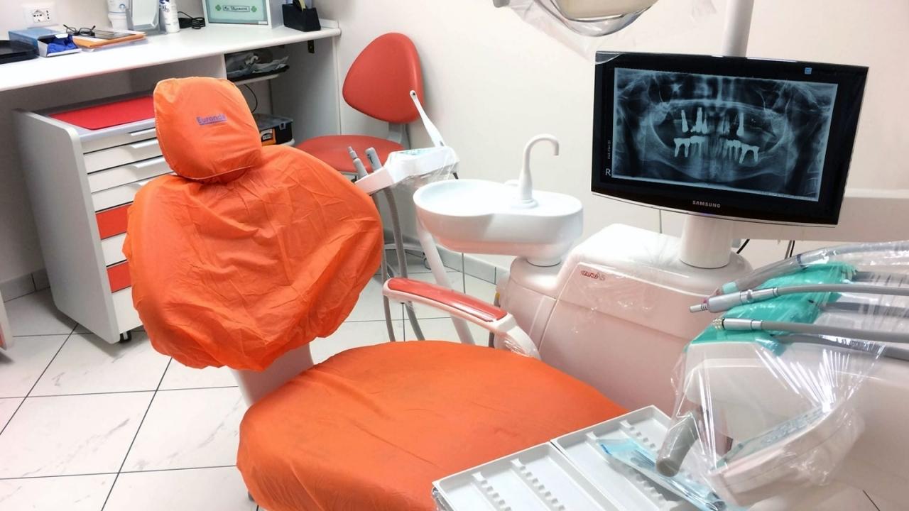 studio-dentistico-poltrona-2.jpg